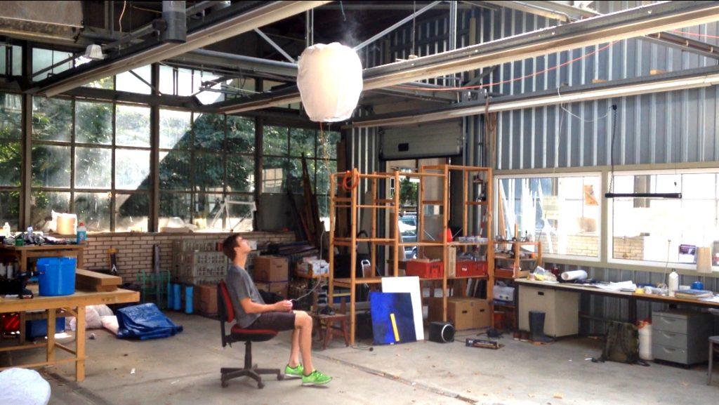 """foto's uit de video """"Wensballon"""" - Work in Progress – Bram Kuypers – 2016 - filmstill rob groot zevert"""
